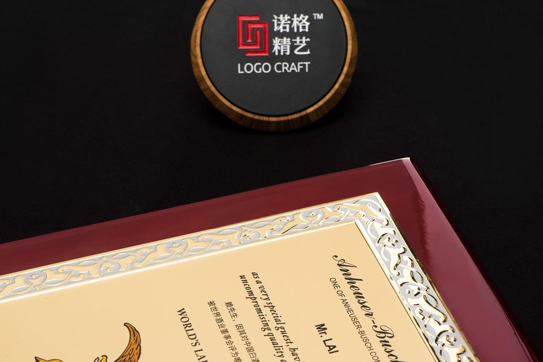 诺格精艺进口钢琴漆奖牌金色浮雕细节-成都高端奖牌定制