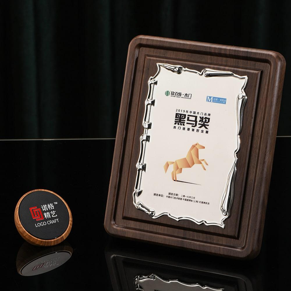 诺格精艺进口奖牌银色浮雕卷轴实物-成都高端奖牌定制