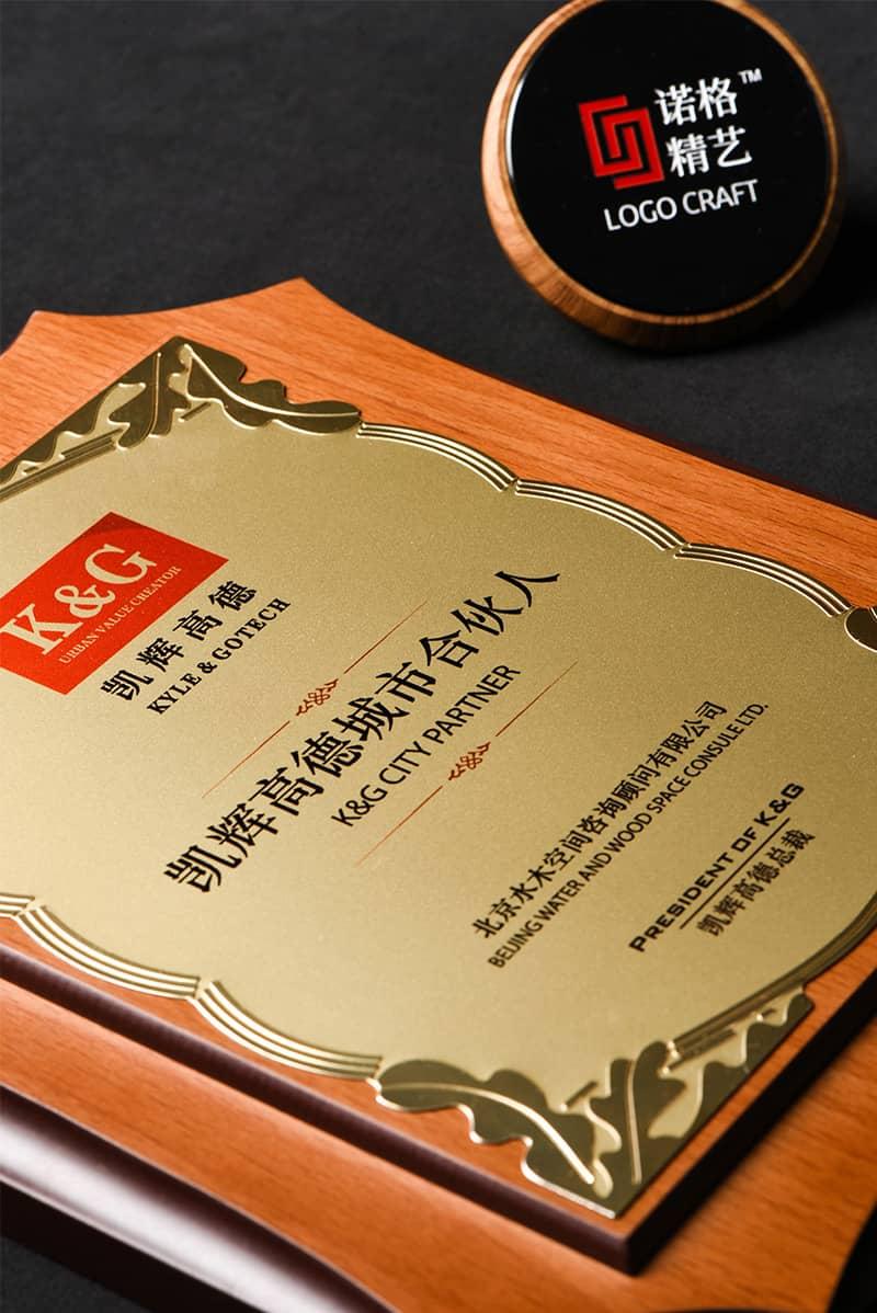 诺格精艺进口八角花边铝片奖牌金色花丛纹细节-成都高端奖牌定制