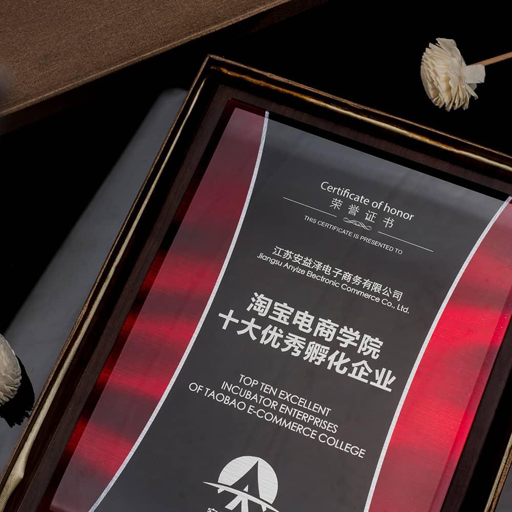 诺格精艺进口胡桃木水晶奖牌彩印工艺-成都高端奖牌定制
