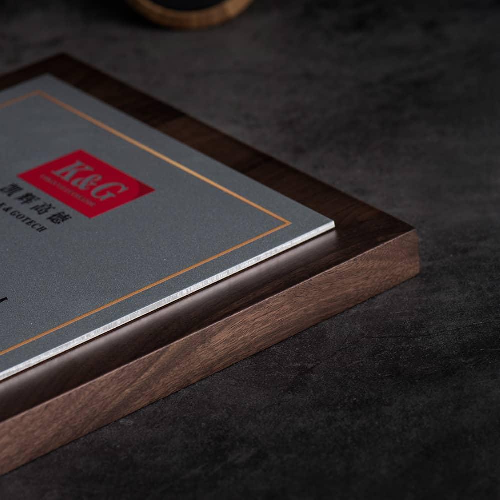 诺格精艺进口胡桃木航空铝奖牌细节参考-成都高端奖牌定制