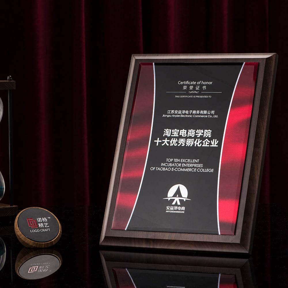 诺格精艺进口胡桃木黑水晶彩印实物效果-成都高端奖牌定制