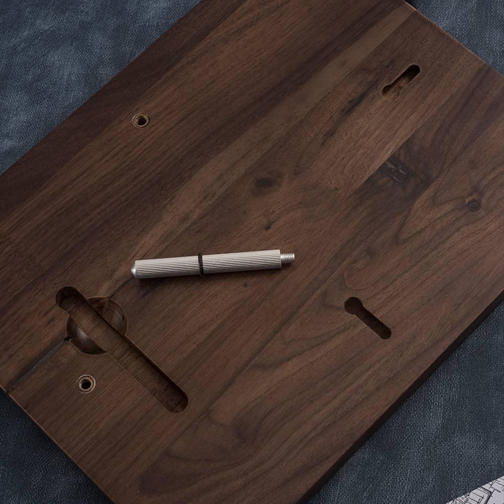 诺格精艺进口胡桃木实木背面细节-成都高端奖牌定制