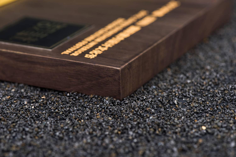 诺格精艺进口胡桃木实木奖牌细节参考-成都高端奖牌定制