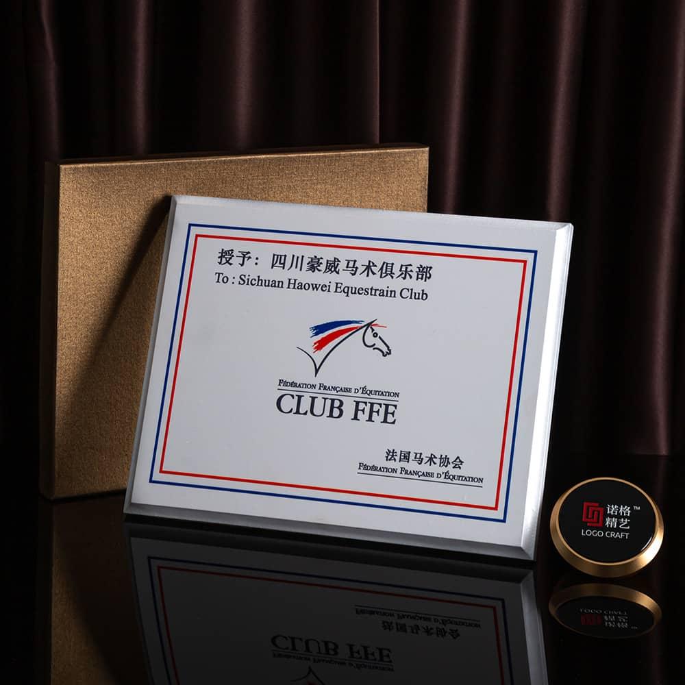 诺格精艺白珍珠奖牌搭配礼盒-成都高端奖牌定制