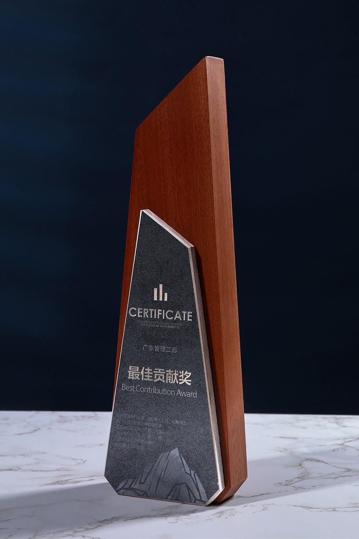 诺格精艺成都实木水晶奖杯定制-沙比利大理石奖杯