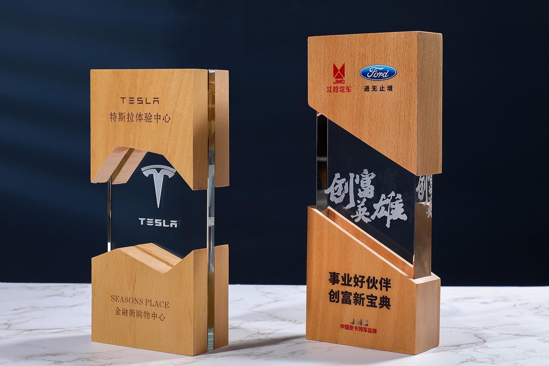 诺格精艺成都实木水晶奖杯定制-榉木水晶奖杯
